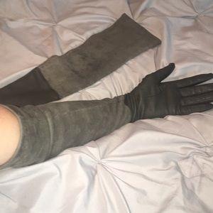 Elie Tahari Accessories - Elie Tahari green suede and leather sleeved gloves